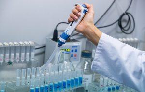 ادعای اثبات نشده محققان دانشگاه ایالتی آریزونا: ویروس کرونا در جهش جدید خود ضعیفتر میشود/ سال ۲۰۰۳ درمورد سارس نیز همین اتفاق افتاده بود