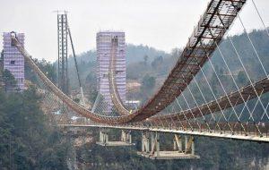 ساخت طولانیترین پل شیشهای جهان