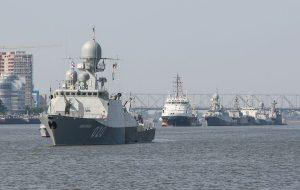 ادامه تنش ها بین روسیه و ناتو؛ مسکو بیش از ۱۰ ناو و ناوچه را از دریای خزر به دریای سیاه منتقل می کند