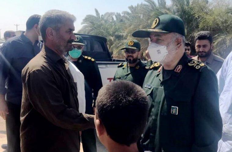 سرلشکر سلامی: ۳۰ تانکر ۳۰ هزار لیتری در حال آبرسانی به ۸۷ روستا در خوزستان هستند/ ۲ مخزن ۴۰ هزار مترمکعبی در غرب شوش ایجاد شده که آب را ذخیره و به نقاط مختلف استان منتقل میکند